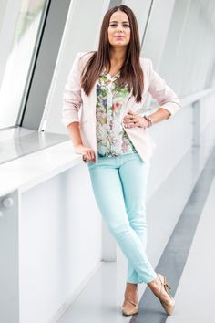 Anna Mucha wearing Mohito floral shirt :)