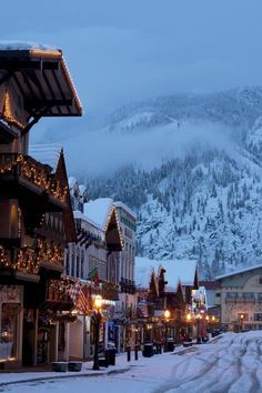 Travel Discover 15 American Towns That Look Straight Out of Europe House Beautifuls list of 15 American cities that look European, Pictured: Leavenworth, Washington Dream Vacations, Vacation Spots, Vacation Ideas, Solo Vacation, Best Winter Vacations, Family Vacation Destinations, Vacation Pictures, Vacation Travel, Winter Szenen