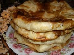 "COOKING WITH ANISOARA: PLACINTE MOLDOVENESTI ""Poale´n brau"", SARALII Romanian Food, Romanian Recipes, Cinnabon, Bread And Pastries, Easy Desserts, Vegetarian Recipes, Bakery, Deserts, Goodies"
