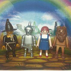 Nuestros customs de Mago de Oz #customklick #playmobil #playmobilfigures #playmobilespaña #playmobillovers #magodeoz #oz Playmobil Toys, Toy Display, Wizard Of Oz, Jouer, Cool Toys, Cute Pictures, Miniatures, Dolls, Play Mobile