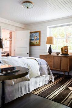 À la recherche d'une maison de vacances, les propriétaires ont découvert cette résidence construite en 1890 sur Vashon Island dans l'État américain de Washington. Rénové par le studio de d'architectur