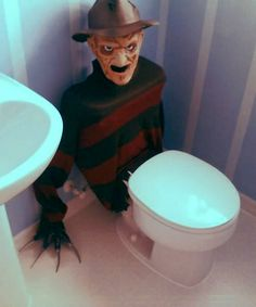 This Freddy Krueger toilet tank cover is a great DIY when hosting a teen Halloween party. It will scare the . Spooky Halloween, Theme Halloween, Halloween Kostüm, Holidays Halloween, Halloween Treats, Halloween Costumes, Halloween Bathroom, Scary Halloween Decorations, Halloween Party Foods