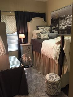 We are loving this dormroom belonging to a ultra-chic student at The University of Alabama