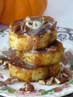 Wouldn't this be spectacular for Thanksgiving brunch? Pumpkin Pie French Toast with Pecans #fall