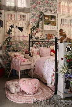 vintage bedroom posts - Magical Home Inspirations