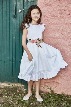 Vestido daminha casamento no campo com flores (Foto: Mairoca)