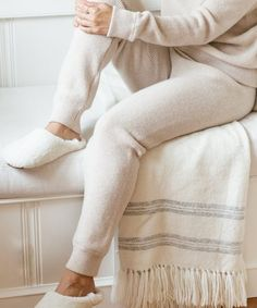 Part thermal legging, part sporty jogger, these cashmere sweatpants are the perfect casual pant for holiday travel, snow days, and other cozy winter. Lounge Outfit, Lounge Wear, Moroccan Slippers, Shearling Slippers, Thermal Leggings, Sweatpants Outfit, Slow Fashion, White Fashion, Casual Pants