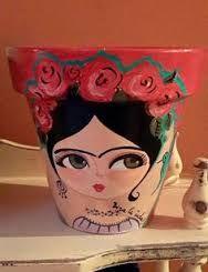 Resultado de imagen de macetas pintadas con frida kahlo Flower Pot Crafts, Clay Pot Crafts, Diy And Crafts, Shell Crafts, Painted Clay Pots, Painted Flower Pots, Hand Painted, Pottery Painting, Diy Painting