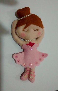Bailarina de Feltro - 15 cm de altura, ideal para lembrancinha de aniversário.