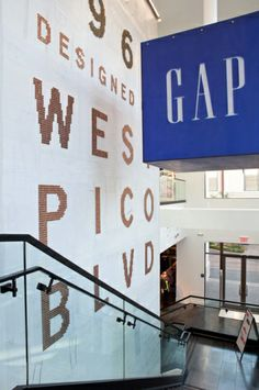 Gap / Store Design, Signage & Interior - The Grove, Los Angeles, CA / The Official Manufacturing Company