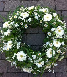 Flower dreams from Bausendorf Funeral Flower Arrangements, Funeral Flowers, Flower Canvas, Flower Quotes, Arte Floral, Blossom Flower, Beautiful Roses, Vintage Flowers, Flower Decorations
