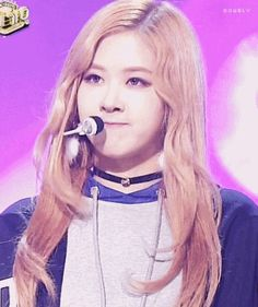 Rosé having an internal conversation, notices she's on camera, tilts head cutely ^^
