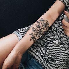 Véritable univers de symboliques, le tatouage est généralement porté par des styles ou des motifs bien précis. Les uns comme les autres sont caractérisés par une histoire