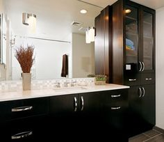 Having a modern or contemporary bathroom vanity is always a great idea for those who prefer a minimalist interior design. Contemporary Bathroom Vanity, Design Remodel, Modern Cabinet Lighting, Modern Bathroom, Amazing Bathrooms, Cabinet Design, Bathroom Linen Cabinet, Bathroom Design, Small Bathroom Remodel Pictures