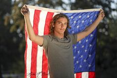 Senior pictures for guys with American flag, click the pic for more photo posing ideas for boys and girls in urban and park setting by Dallas Photographer Lisa McNiel Boy Senior Portraits, Senior Photography Poses, Clothing Photography, Twin Senior Pictures, Sister Pictures, Senior Photos, Flag Photoshoot, Couple Photoshoot Poses, Senior Photo Outfits