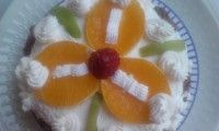 Joghurtos-kakaós Napos Süti tejszínhabosan, gyümölccsel