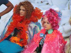 Paula Barbosa e Bruna Linzmeyer como Gina e Juliana, concentradas na gravação
