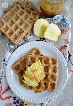 Aprende a preparar unos deliciosos waffles de manzana y avena. Una receta saludable y fácil de preparar. Se congelan muy bien, te van a encantar!