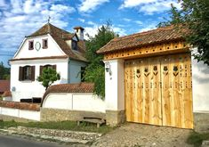 Top 10 conace superbe, unde trebuie sa ajungi macar o data in viata Romania, Garage Doors, Castle, Outdoor Decor, House, Top, Home Decor, Homemade Home Decor, Home