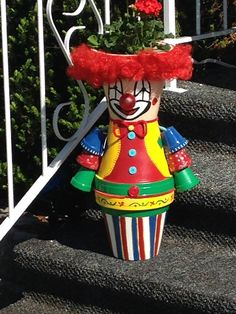 My clown with flower on his head Flower Pot Art, Clay Flower Pots, Flower Pot Crafts, Clay Pot Projects, Clay Pot Crafts, Diy Clay, Decorative Clay Pots, Ceramic Pots, Flower Pot People