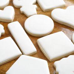 Leaf Cookies, Iced Cookies, Royal Icing Cookies, Fun Cookies, Vanilla Biscuits, Iced Biscuits, Favorite Sugar Cookie Recipe, Sugar Cookies Recipe, Biscuit Recipes Uk