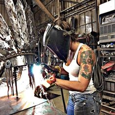 "Workout Routines For Women - Strange ""Water Hack"" Burns Overnight : Workout Routines For Women Metal Welding, Welding Rigs, Welding Art, Arc Welding, Welding Funny, Welding Helmet, Welding Tools, Woodworking Projects, Metal Art Projects"
