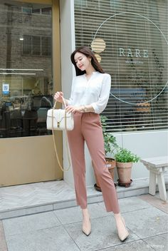 Korean Fashion Style 2019 Trends - Sites new Korean Casual Outfits, Stylish Work Outfits, Office Outfits Women, Business Casual Outfits, Professional Outfits, Cute Casual Outfits, Korean Fashion Work, Korean Fashion Trends, Work Fashion
