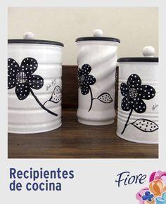 Pinta de forma similar latas de diferentes tamaños para crear recipientes que combinen con los colores de tu cocina
