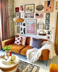 Good Morning it's Sunday account share and today I've chosen this beautiful room by @nudeandthenovice which just feels so warm and happy.  As I do every Sunday I'm looking for the small accounts and especially the small creative businesses so that I can s