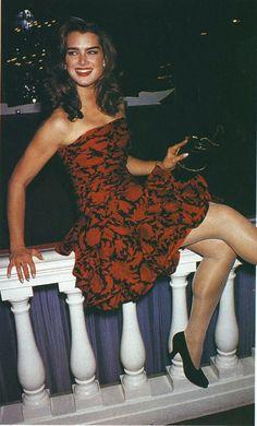 Celebs and Amateurs - Brooke Shields Brooke Shields Young, Vaquera Sexy, 90s Fashion, Fashion Tips, Fashion Hacks, In Pantyhose, Irina Shayk, Famous Women, Classy Women