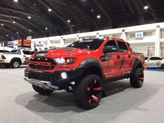 The most fearsome Ford - Today Pin Jacked Up Trucks, Ford Pickup Trucks, 4x4 Trucks, Ford Ranger Raptor, Ford Raptor, Carros Audi, Ford Ranger Wildtrak, Suv Cars, Ford Motor Company