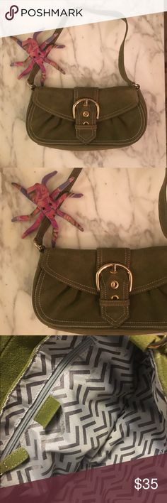 SALE!!! Beautiful green Via Spiga purse✨ Beautiful suede Via Spiga purse Bart used, only a few very small smudges on the inside show in pictures. Very beautiful bag✨🌸 Via Spiga Bags