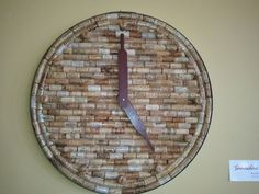 cork clock - diy I'm liking this idea! Wine Cork Table, Wine Cork Art, Wine Craft, Wine Cork Crafts, Wine Cork Projects, Cool Diy Projects, Diy Cork, Wine Bottle Corks, Wine Decor