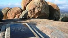 balancing granite rocks matopos - Google Search Granite, Rocks, Southern, Africa, Google Search, Nature, Travel, Voyage, Granite Counters