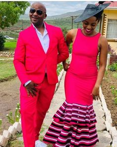 UMBHACO XHOSA ATTIRES IN SOUTH AFRICA Weddings are always very beautiful and colorful,everyone wants to look beautiful and appropriate African Wedding Dress, African Dress, Xhosa Attire, African Traditional Wear, Africa Fashion, Colored Wedding Dresses, Wedding Wear, Editorial Fashion, Wedding Styles