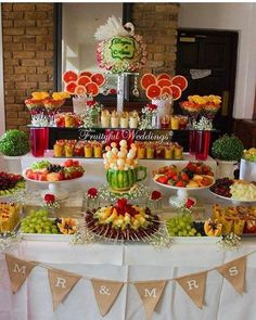 New fruit bar table bridal shower Ideas Fruit Tables, Fruit Buffet, Fruit Trays, Fruit Display Tables, Fruit Display Wedding, Candy Buffet Tables, Party Food Platters, Party Trays, Meat Cheese Platters