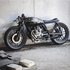 "521 Me gusta, 3 comentarios - Drop Moto (@dropmoto) en Instagram: ""Swing low, sweet chariot. Moto Guzzi V50 dialed by @relicmotorcycles. Found via @caferacerxxx…"""