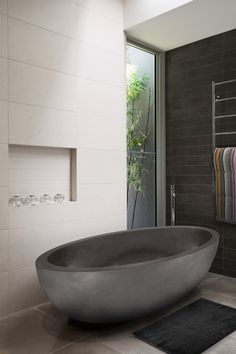 Bathroom trends for 2014 and beyond - The Interiors Addict Modern Bathtub, Modern Bathroom Design, Bathroom Interior Design, Modern House Design, Grey Bathroom Tiles, Grey Bathrooms, Beautiful Bathrooms, Vanity Bathroom, Wall Tiles