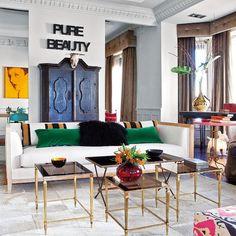 Cuando le encargaron reinventar este piso madrileño,el interiorista Pepe Leal propuso geniales guiños a los años 40, atendiendo a la época del edificio. Un ambiente impecable y sereno que...