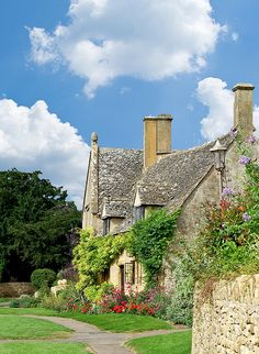 Chipping Camden Cottage - Cotswolds, England ~ I loved my visit here.  You can't help falling in love with this quaint and beautiful area ~