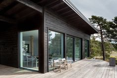 Dream Houses: Natural Eaves Of The House Deflect Wind And Keep The Temperature Inside Constant - Modern Scandinavian Log Cabin Set on a Beautiful Baltic Sea Island Cabin In The Woods, Design Exterior, Modern Cottage, Baltic Sea, Home Design Plans, House And Home Magazine, Black House, Log Homes, Helsinki