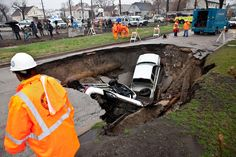 WATCH: Massive Sinkhole in Chicago Swallows Three Cars | TIME.com