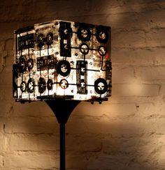 古いカセットテープを組み合わせて出来たランプ「Cassette lamp」