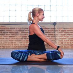 These morning yoga poses from yoga expert Kimberly Fowler and Heidi Kristoffer help rev your metabolism and wake you up. Morning Yoga Workouts, Morning Yoga Flow, Yoga Poses For Beginners, Workout For Beginners, Yoga Inspiration, Yoga Meditation, Yoga Fitness, Bridge Workout, Yoga Workouts