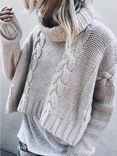 A trend of this winter season 2018 - Turtle Neck Sweaters Wide and Short. I think this kind of sweaters looks great with a casual look like this, with worn jeans and a long tshirt below. With what look? Crop Pullover, Pullover Mode, Pullover Outfit, Pullover Sweaters, Knitting Sweaters, Estilo Fashion, Fashion Mode, Womens Fashion, Fashion Brands