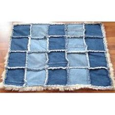 Pet Gifts - How to Make Homemade Pet Beds They Will Love - InfoBarrel Jean Crafts, Denim Crafts, Homemade Pet Beds, Rag Quilt, Quilts, Denim Ideas, Old Jeans, Diy Stuffed Animals, Pet Gifts