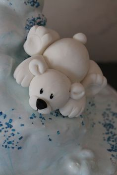 little polar bear cake topper - Cake Decorating Cupcake Ideen Polymer Clay Animals, Polymer Clay Crafts, Christmas Clay, Christmas Crafts, Polar Bear Party, Polar Bears, Christmas Cake Designs, Fondant Toppers, Fondant Cupcakes