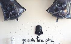ORGANISER UNE FÊTE STAR WARS Star Wars Birthday, Star Wars Party, C3po And R2d2, Sabre Laser, Anniversaire Star Wars, Organiser, Stars, Invitation, Kids
