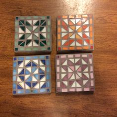 Coasters with geometric mosaic design Stained Glass Birds, Stained Glass Designs, Mosaic Designs, Mosaic Patterns, Mosaic Tray, Mosaic Glass, Mosaic Tiles, Mosaic Art Projects, Mosaic Crafts