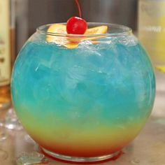 Rainbow in Paradise - Tipsy Bartender - Here we go people, a giant board of delicious summer cocktail recipes. Banana Cocktails, Strawberry Cocktails, Fruity Cocktails, Summer Cocktails, Summer Sangria, Summer Parties, Fruity Alcohol Drinks, Alcohol Drink Recipes, Sangria Recipes